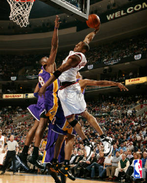 Nate Robinson Dunking Over Shaq 10 Ten dunkers in the ...